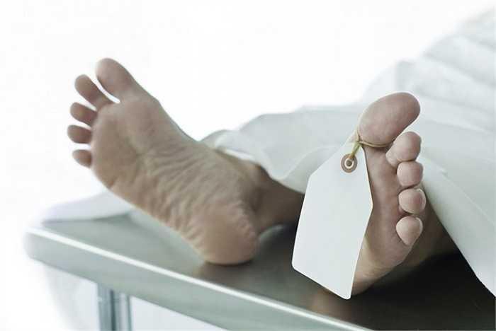 8.Trang điểm cho người chết  Mặc dù được trả tới 55.000 USD/năm nhưng không phải ai cũng sẵn sàng làm việc với những xác chết.