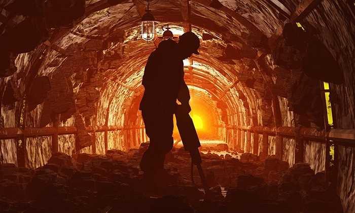 3. Thợ mỏ  Đứng đầu trong danh sách những nghề nguy hiểm nhất, công việc này mang về 100.000 USD/năm cho thợ mỏ. Tuy nhiên, tai nạn lao động như nổ, sập hầm,...có thể xảy ra bất kì lúc nào.