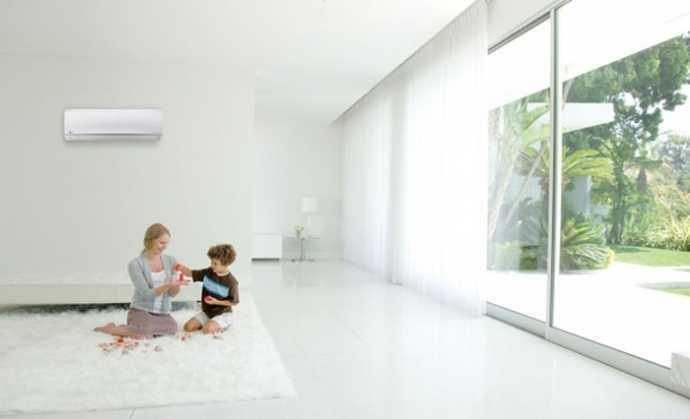 Dùng rèm che cửa kính phòng điều hòa để tránh tình trạng cửa kính hấp thu nhiệt, gây tốn điện khi điều hòa phải hoạt động nhiều.