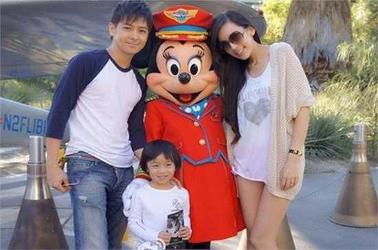 Anh cũng thu hút sự chú ý khi tham gia bộ phim City Hunter phiên bản Trung Quốc. Có thể nói, Lâm Chí Dĩnh là một trong những ngôi sao được ngưỡng mộ nhất hiện nay trong làng nghệ Hoa ngữ. 'Chàng Đoàn Dự' không chỉ có sự nghiệp thành công mà còn có cuộc sống hạnh phúc viên mãn bên vợ đẹp, con xinh.
