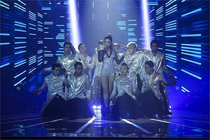 Tối 30/05, Liveshow 7 Tuyệt đỉnh tranh tài 2015 diễn ra với chủ đề 'Dance'.
