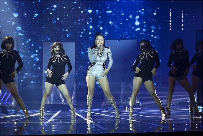 Hải Yến tự tin khoe khả năng vũ đạo khi cover bản hit 'Hãy thứ tha cho em' của Hồ Ngọc Hà.