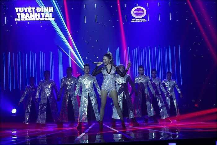 Liveshow 7 'Tuyệt đỉnh tranh tài 2015' còn chào đón 2 vị khách mời đặc biệt là Trường Giang và Tóc Tiên.
