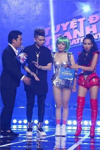 Trong liveshow, nhiều khán giả tỏ ra tiếc nuối cho Thảo Trang khi phải chia tay chương trình dù tiết mục mashup 'Born This Way & Applause' nhận được nhiều lời khen nhất trong liveshow 7.