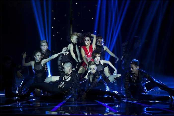 Việc Thảo Trang dừng bước với vị trí Top 5 'Tuyệt đỉnh tranh tài 2015' gây bất ngờ cho nhiều người bởi đêm thi nhạc RnB & Hiphop, cô được cả 3 giám khảo khen ngợi và đánh giá là thí sinh hát tốt nhất với phần thể hiện ca khúc 'Fancy'.