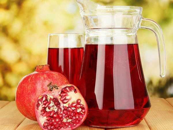 Hạt lựu: Nước ép lựu giúp cải thiện lưu thông máu đến tim ở những người mắc bệnh động mạch vành. Nó chứa phytochemicals hoạt động như một chất chống oxy hóa giúp bảo vệ niêm mạch của các mạch máu tránh khỏi tổn thương.