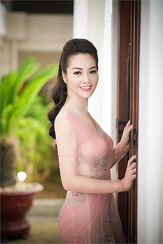 Thời gian gần đây, Á hậu Thụy Vân rất đắt show dẫn chương trình.