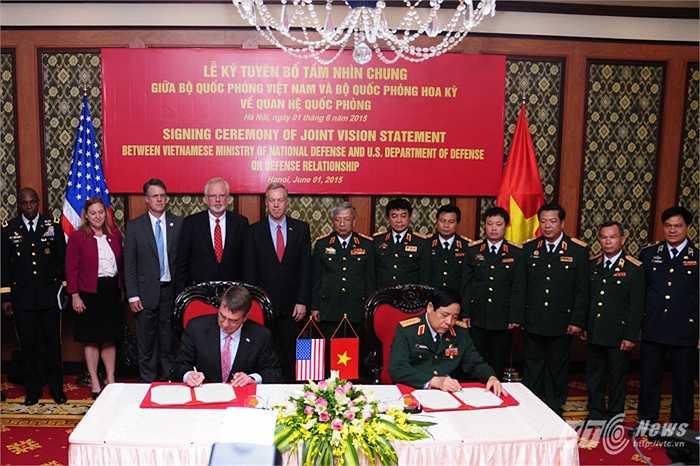 Bộ trưởng Quốc phòng Việt Nam - Mỹ ký kết tuyên bố tầm nhìn chung về quan hệ quốc phòng