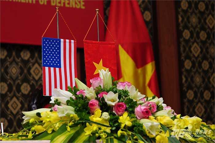 Quốc kỳ 2 nước trong lễ ký tuyên bố tầm nhìn chung