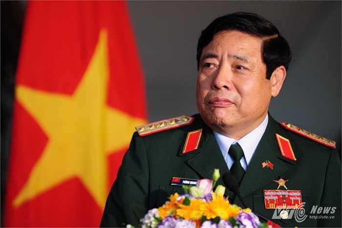 Đại tướng Phùng Quang Thanh lắng nghe câu hỏi