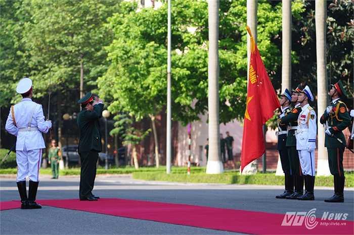 Bộ trưởng Phùng Quang Thanh mời Bộ trưởng Ashton Carter duyệt đội danh dự
