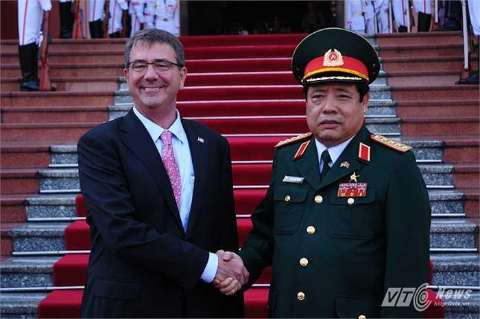 Bộ trưởng Quốc phòng Việt - Mỹ chụp ảnh lưu niệm