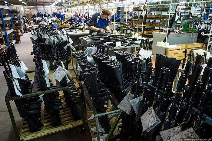 Với nòng súng được nâng cấp và điều chỉnh độ dài cho phù hợp điều kiện chiến đấu.