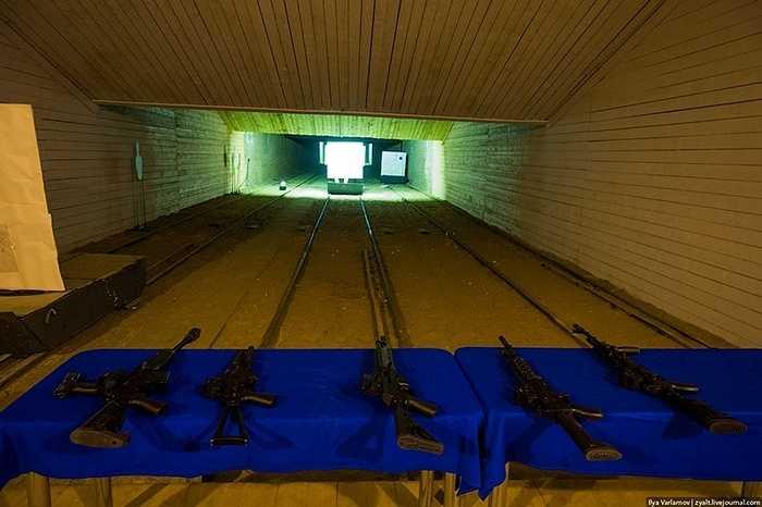 Các trung tâm thử nghiệm súng nằm bên cạnh nhà máy.