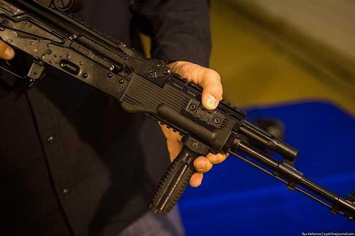 Vì thế, khâu kiểm tra súng luôn là những người có hàng chục năm kinh nghiệm. Họ sẵn sàng trả về những sản phẩm chưa hoàn hảo.