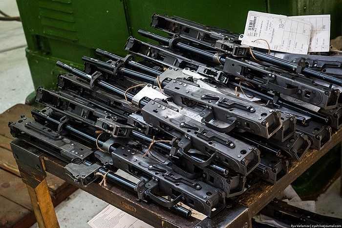 Những khẩu súng này khi hoàn chỉnh có thể bắn ra 1.800 viên đạn trong một phút.