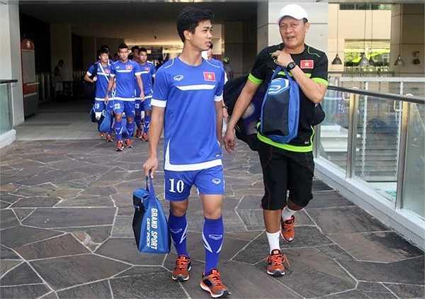 Chiều nay, U23 Việt Nam tập kín để chuẩn bị cho trận đấu với U23 Malaysia. HLV Miura yêu cầu bộ phận an ninh Singapore mời toàn bộ khán giả, phóng viên ra khỏi sân.