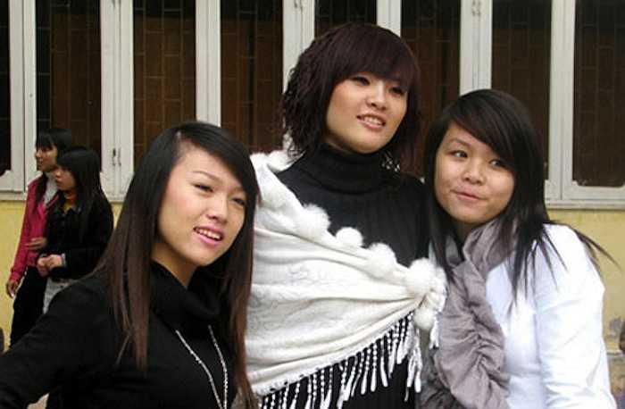 So với bạn bè cùng đại học, Khánh Chi không hề nổi bật.