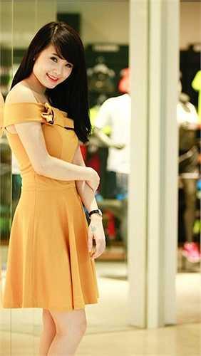 Tuy nhiên, theo thời gian, Khánh Chi đã có những thay đổi mang tính 'đột phá' về ngoại hình. Cô cũng giành được giải nhất cuộc thi Hoa khôi trường Đại học Văn Hóa nhờ sự lột xác này.