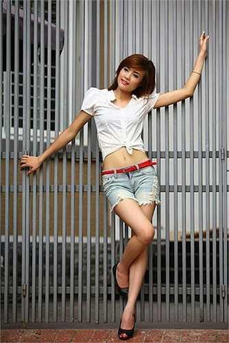 Từ một cô gái nhan sắc trung bình, Khánh Chi lột xác thành một hot girl được nhiều người theo đuổi.