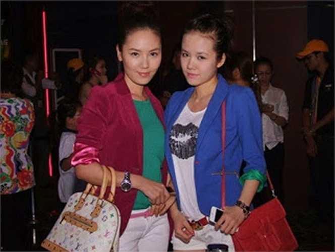 Thân hình hơi mũm mĩm và gương mặt mộc khiến Phương Ly khá 'lép vế' khi đứng cùng chị gái mình.