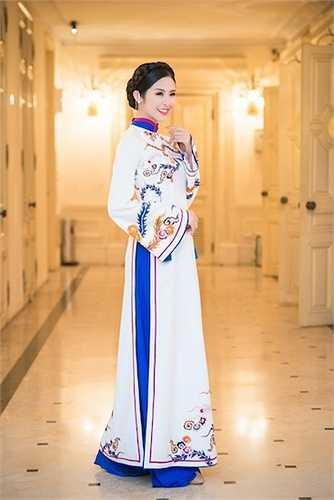 Vẻ đẹp trong trẻo của Hoa hậu Hà Thành.