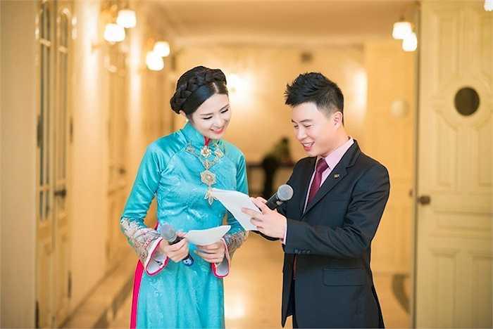 Trước khi lên sóng, Ngọc Hân và Lê Anh cùng bàn bạc, trao đổi kịch bản kỹ lưỡng để có phần dẫn dắt ăn ý và đem đến nhiều cảm xúc cho khán giả xem chương trình.