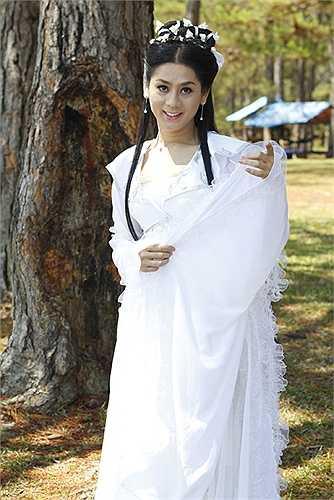 Cô còn mời mỹ nhân chuyển giới Nong Poy của Thái Lan sang để tăng thêm sức hút cho liveshow riêng của mình.