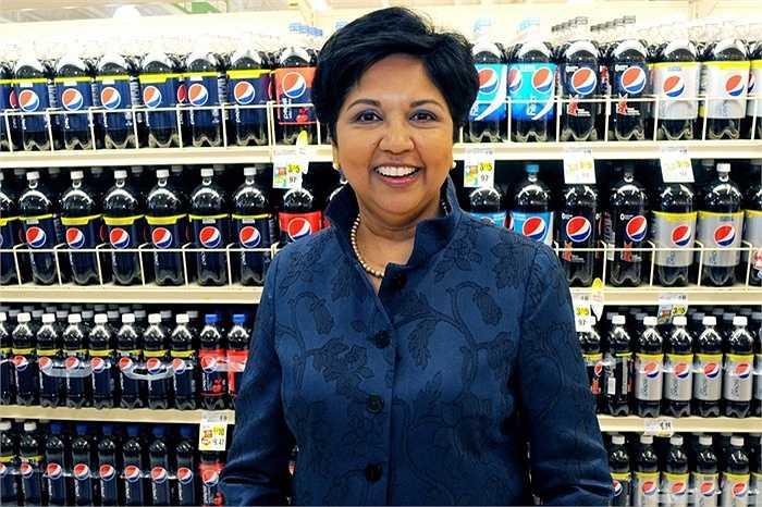 Indra Nooyi, PepsiCo, tiền lương của bà 19,1 triệu USD, tăng 45% so với năm ngoái. Bà đã chủ trương mở rộng thêm mặt hàng nước uống thể thao, bột yến mạch, đồ ăn nhẹ