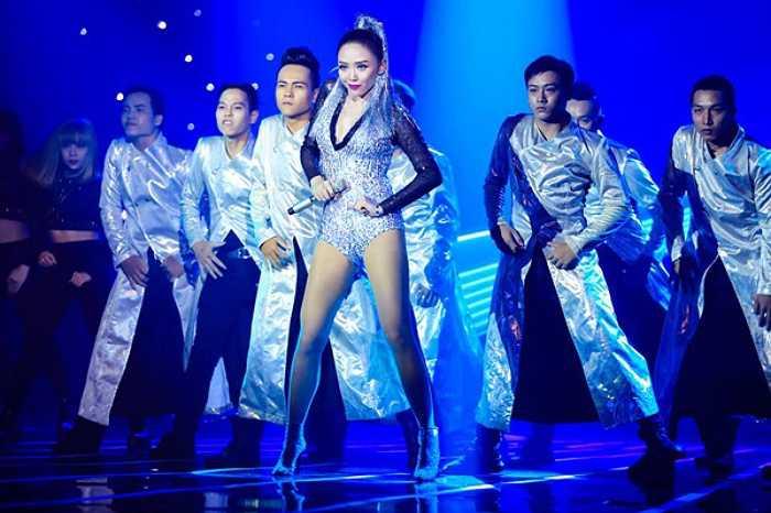 Được mệnh danh mỹ nhân sexy mới của showbiz Việt, Tóc Tiên luôn nổi bật và ấn tượng mỗi lần xuất hiện.
