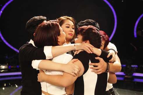 Top 8 ngậm ngùi chia tay cô em út của Vietnam Idol 2015.