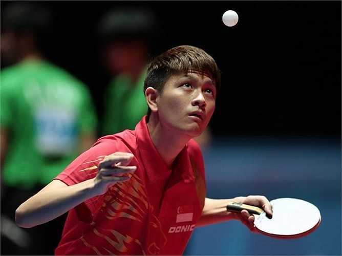 Tay vợt Clarence Chew của chủ nhà Singapore.