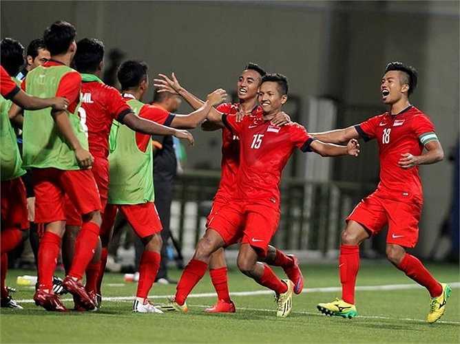 Bên cạnh đó là hai trận đấu bóng đá nam, U23 Singapore 1-0 U23 Philippines.
