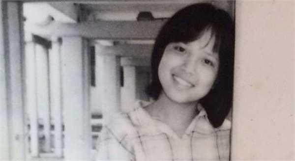 Với bức ảnh thuở niên thiếu này, Thảo Vân được người hâm mộ khen xinh xắn, nụ cười hiền dịu. Ảnh: NVCC