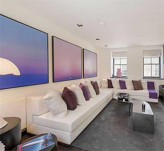 Bên trong căn nhà sử dụng tông màu tím là chủ đạo.