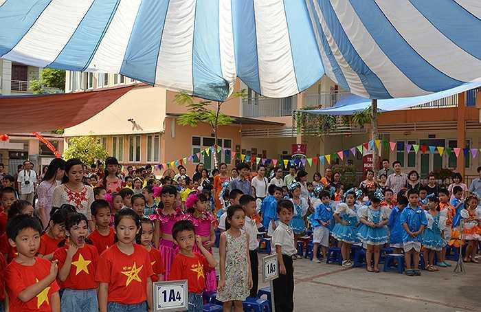 Tiểu học Công nghệ Giáo dục Hà Nội - mô hình trường thực nghiệm của GS.TSKH Hồ Ngọc Đại vừa tưng bừng tổ chức Lễ bế giảng năm học 2014 – 2015 và hội chợ đấu giá từ thiện cho học sinh toàn trường
