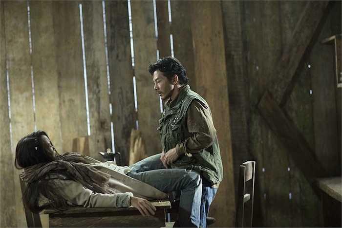Đây là cảnh quay đòi hỏi 2 nhân vật phải thể hiện cảm xúc, hành động trái ngược chứ không đơn thuần như những 'cảnh nóng' mà Trần Bảo Sơn từng diễn xuất trong phim ảnh.