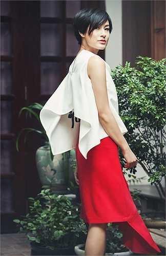 Nữ diễn viên cũng chia sẻ về sở thích thời trang và bí quyết giữ dáng của mình.