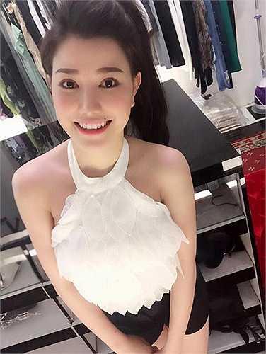 Dù tuổi đời còn trẻ song Minh Thảo đã có một cửa hàng thời trang được nhiều bạn trẻ yêu thích.