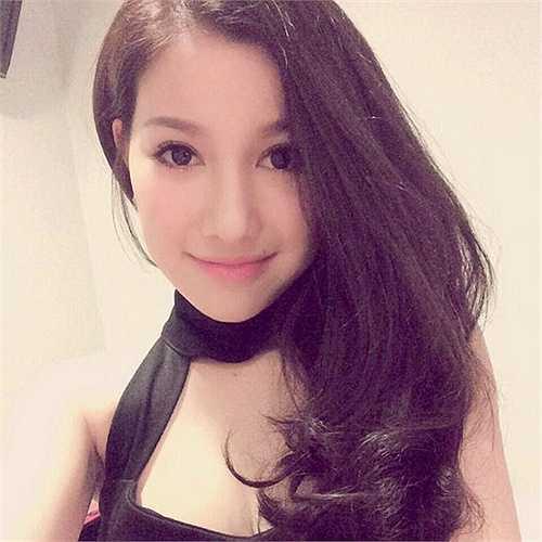 Cô nàng là một hotgirl đình đám hiện đang bán hàng thời trang online tại Tp. Hồ Chí Minh