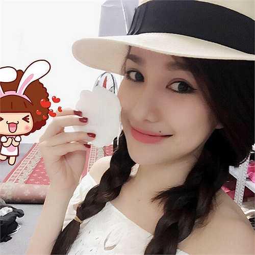 Năm 2012, Minh Thảo từng khiến cộng đồng mạng xuýt xoa với hình tượng 'cô chủ bán hàng online xinh xắn'