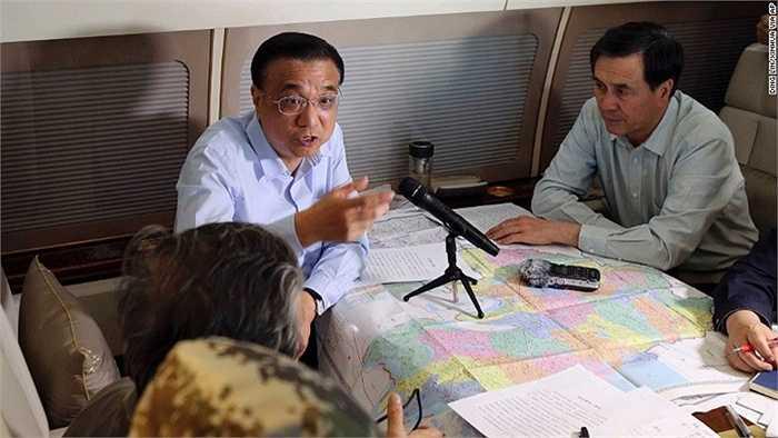 Thủ tướng Trung Quốc Lý Khắc Cường chủ trì cuộc họp để tìm kiếm và cứu hộ