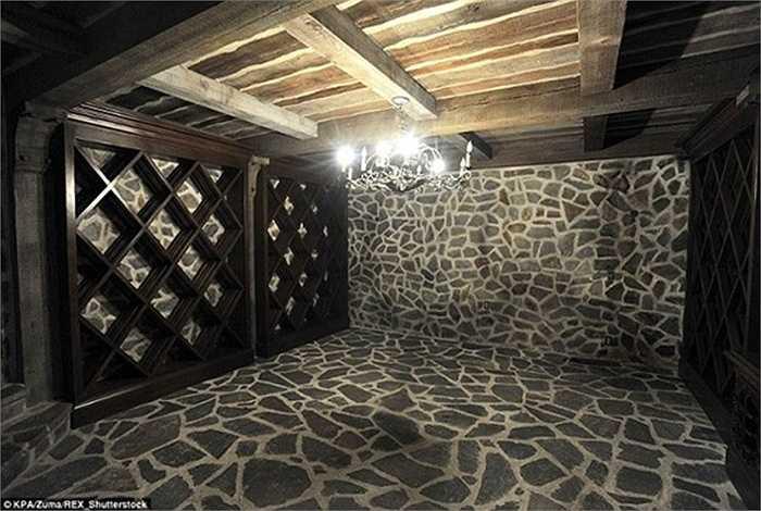 Khu vực hầm rượu.