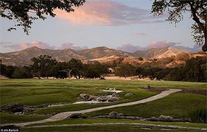 Năm 2009, sau khi Michael qua đời vì sốc thuốc, công ty trên đã rao bán khu biệt thự này. Tên của nó cũng được đổi thành Sycamore Valley Ranch.