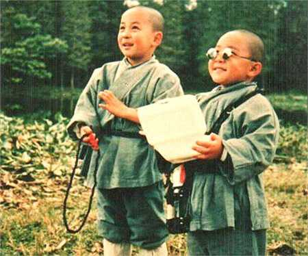 Thích Tiểu Long - Hách Thiệu Văn được 'se duyên' từ đạo diễn Chu Diên Bình. Hai nhóc tỳ này khuấy động phim trường Hồng Kông suốt thập niên 90.
