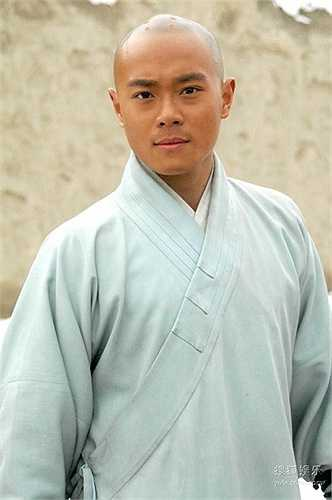 Tào Tuấn từng thi trượt tại Học viện Kinh kịch Bắc Kinh, cơ hội đóng phim ít đi, Mãi đến năm 2011 ,Tào Tuấn tãi xuất với vai diễn Lục Đông Vũ trong phim Chiếc điện thoại thần kỳ 2.