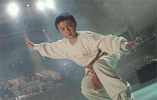Tạ Miêu sinh năm 1984 và theo học võ thuật từ nhỏ, tinh thông thái cực quyền, biết dùng kiếm và nhiều thế võ khác nhau. Ngay từ năm lên 9 Tạ Miêu đã tham gia đóng phim và khiến các đạo diễn hết sức hài lòng vì múa võ đẹp mắt. Cậu luôn là tên tuổi được các đoàn phim hành động tìm kiếm và đón chào.