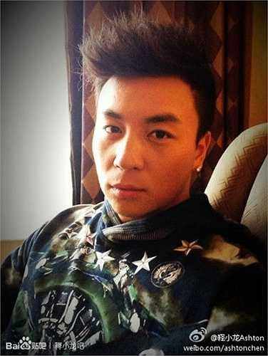 Ngoài tham gia diễn xuất, Thích Tiểu Long còn tham gia quay quảng cáo và được mệnh danh là 'hoàng tử quảng cáo'.