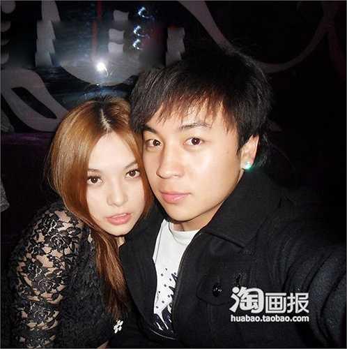 Thích Tiểu Long ở tuổi 27 đã trải qua mối tình với đàn chị Hà Khiết. Giờ đây người yêu cũ đã lên xe hoa, nam diễn viên cũng có bạn gái mới.