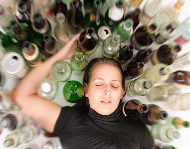 Uống say là khi bạn uống một lượng lớn rượu trong một thời gian ngắn, ở nam giới, là uống nhiều hơn năm đơn vị rượu trong vòng hai giờ, và ở phụ nữ, là nhiều hơn bốn đơn vị.
